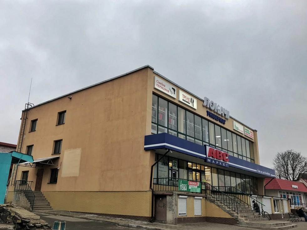 Торговий центр на площі