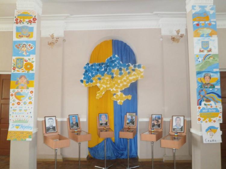 Фойє Будинку культури під час фестивалю патріотичної пісні