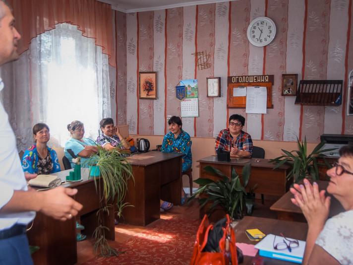 Мешканці Холопич обговорили проблеми села з кандидатом в народні депутати від партії «Слуга народу» Вячеславом Рубльовим.