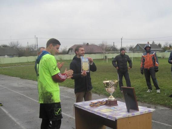 Нагородження (біля кубку стоїть локачинський футболіст Назар Демчук)