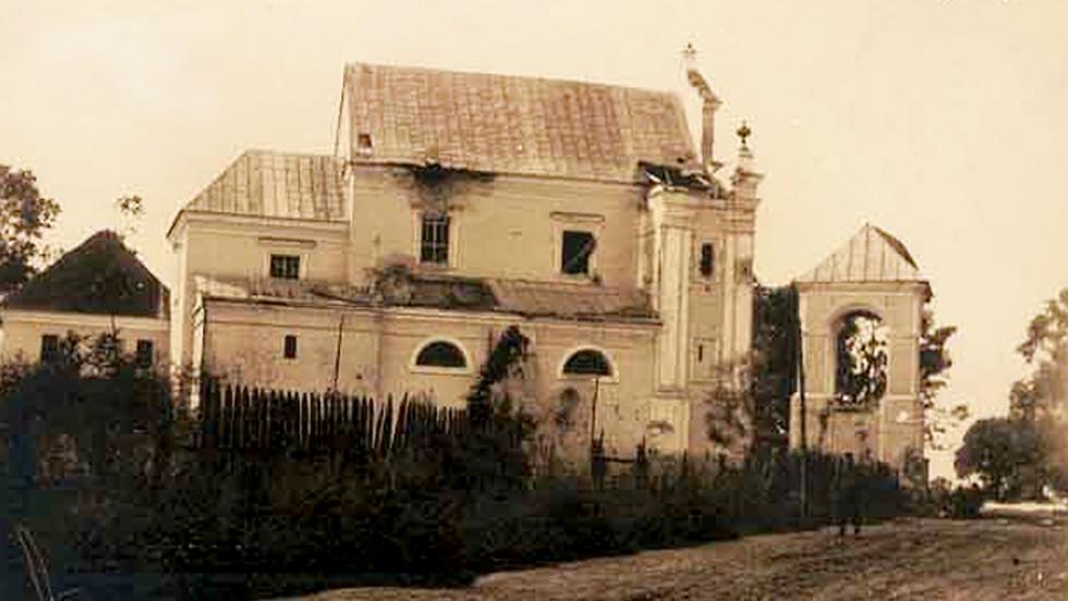 Листівка із зображенням Римо-католицької церкви, що зазнала пошкоджень у часи війни, 1916 р. З люб'язного дозволу віртуального музею «Креси-Сибір» (Kresy-Siberia).