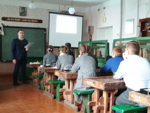 Урок трудового навчання у школі села Старий Загорів