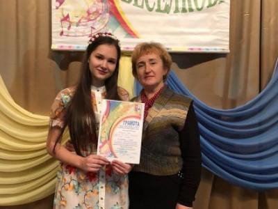 Галина Сірук із юною вокалісткою