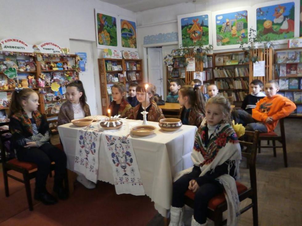 Діти на святкуванні у бібліотеці