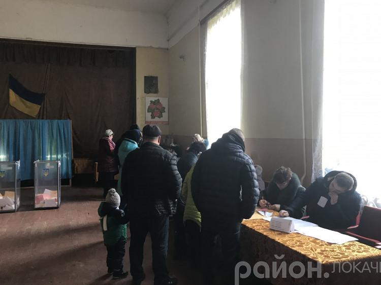 Робота виборчої комісії у Затурцях