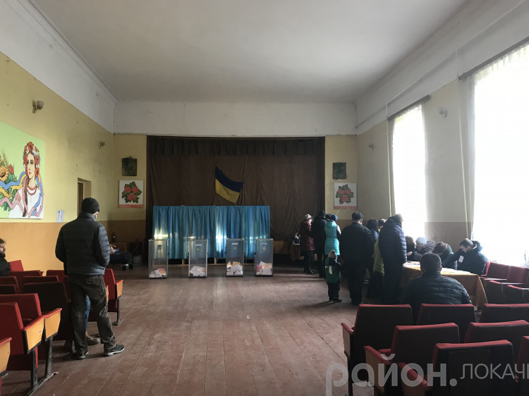 Пункт голосування у день виборів