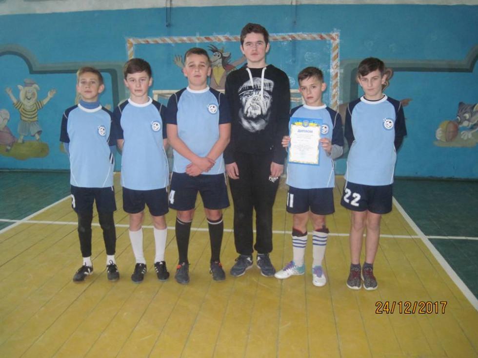 Команда юнаків з Локач