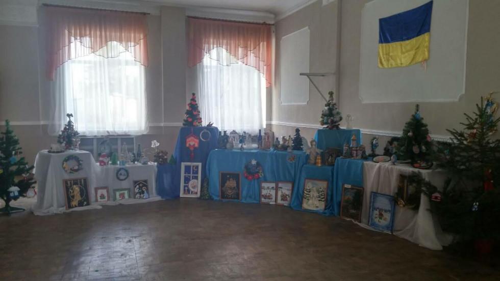 Виставка іграшок та різдвяних прикрас від декоративно-прикладного напрямку Будинку школяра
