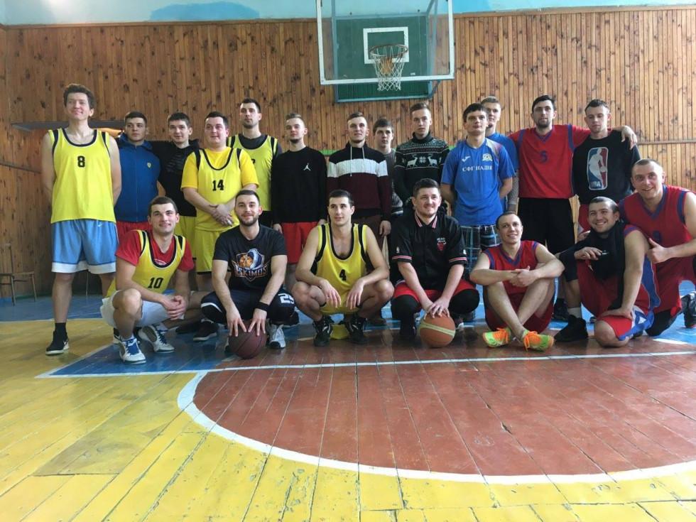 Гравці у баскетбол