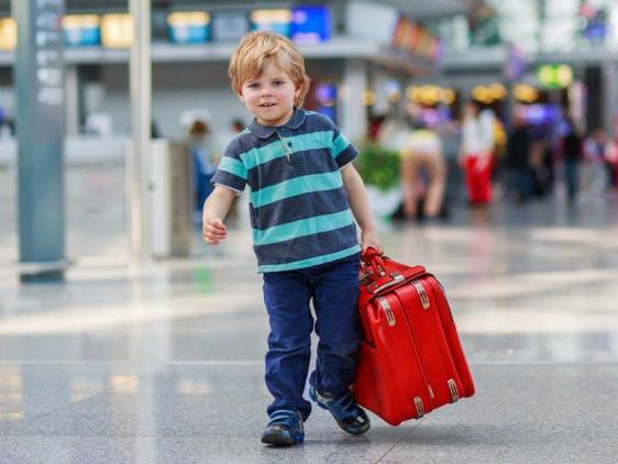 З 1 квітня українські діти зможуть виїхати за кордон тільки за власним документом