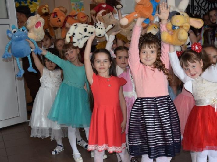 У будинку культури провели заключний концерт «Дитинства веселковий світ»