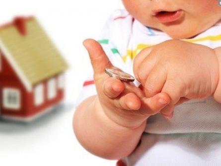 Пропонують суттєво збільшити допомогу при народженні дитини