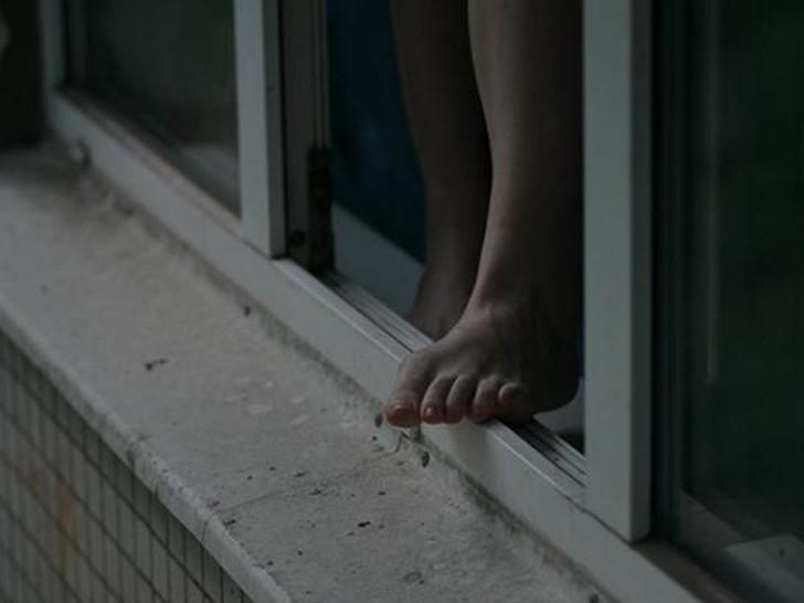 На Волині жінка «проспорила» подрузі і впала з четвертого поверху багатоповерхівки