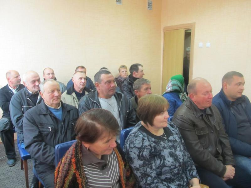 Нещодавно усі працівники місцевого ВУЖКГ зібралися в селищній раді, щоб урочисто провести на заслужений відпочинок свого нинішнього начальника