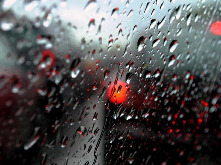 Через погіршення погодних умов, водіїв просять бути обачними на дорогах