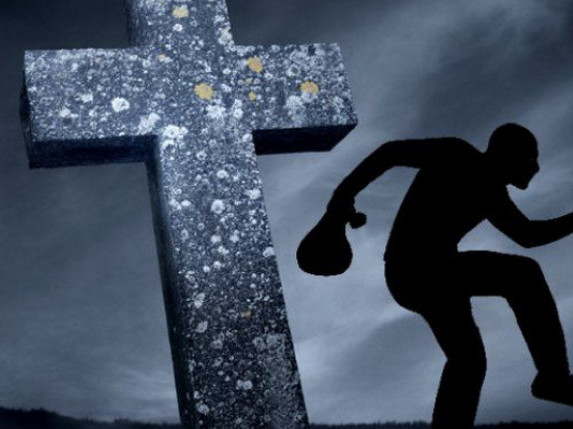 На Волині чоловік обкрадав людей, поки ті впорядковували могили на цвинтарі