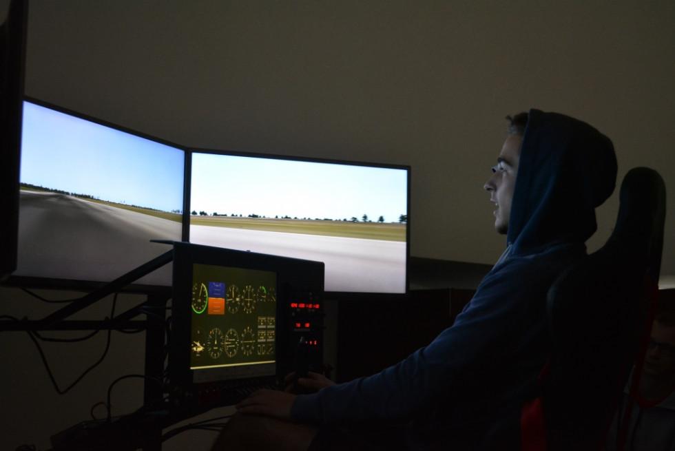 Навчання пілотажу на симуляторі