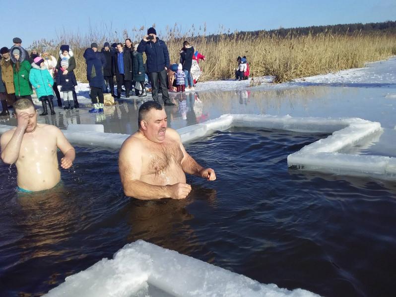 Водохрещенські купання у Холопичах
