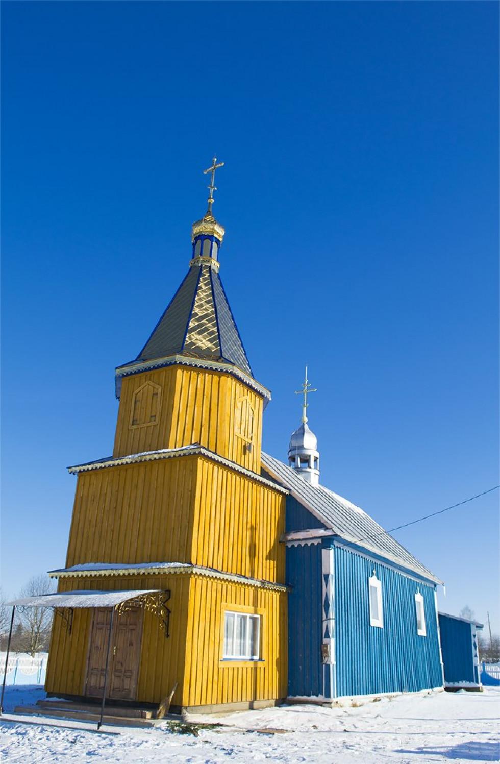Храм у селі
