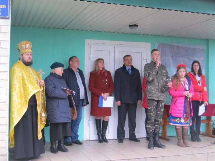 При вході у корпус Локачинської філії Оваднівського професійного ліцею