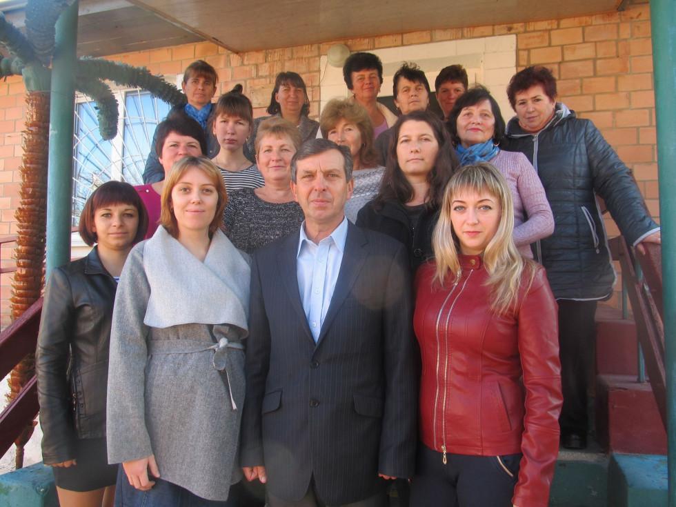 колектив територіального центру, який працює в Локачах