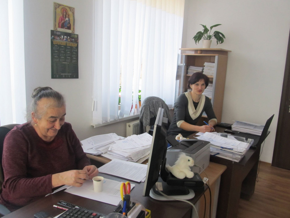 Працівники відділу бухгалтерського обліку і звітності Мирослава Ткачук та Лідія Кузнєцова