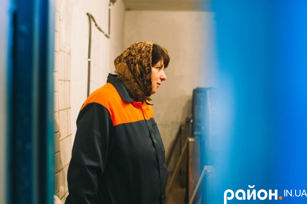 Лісокультурниця Павлівського лісництва 50-річна Тетяна Марчук працює на розсаднику і в шишкосурні