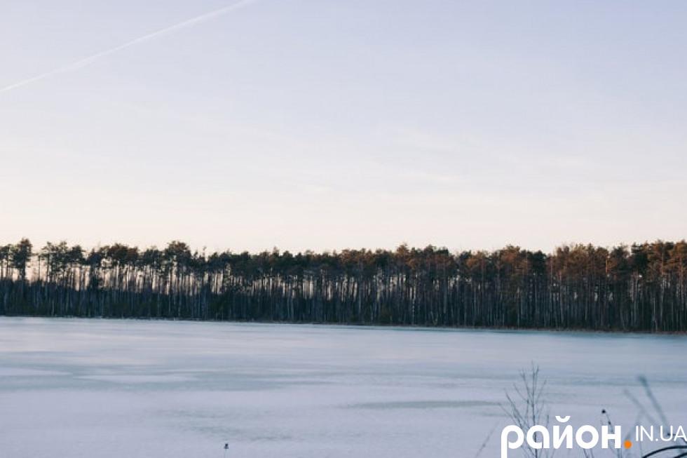 Про озеро ходить чимало легенд
